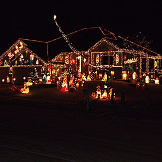 50 Spectacular Home Christmas Lights Displays