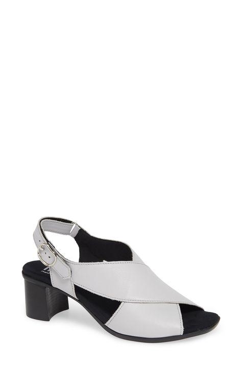Women S Munro Laine Block Heel Sandal Size 7 Ww Black Block Heels Heels Kitten Heels