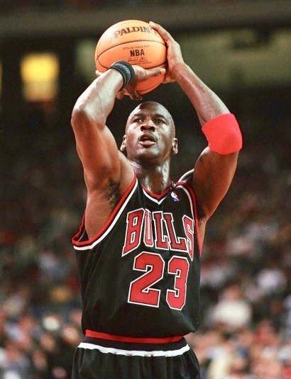 víctima Cabeza Buque de guerra  Free throw line style. | Michael jordan basketball, Michael jordan, Michael  jordan pictures