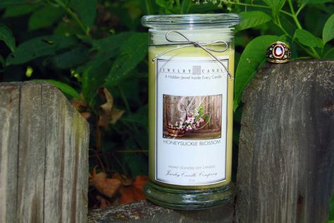Sweet and fresh honeysuckle accord with hints of lilac, rose and jasmine.