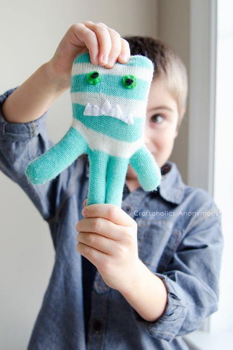 Craftaholics Anonymous®   How to Make Glove Monsters Tutorial