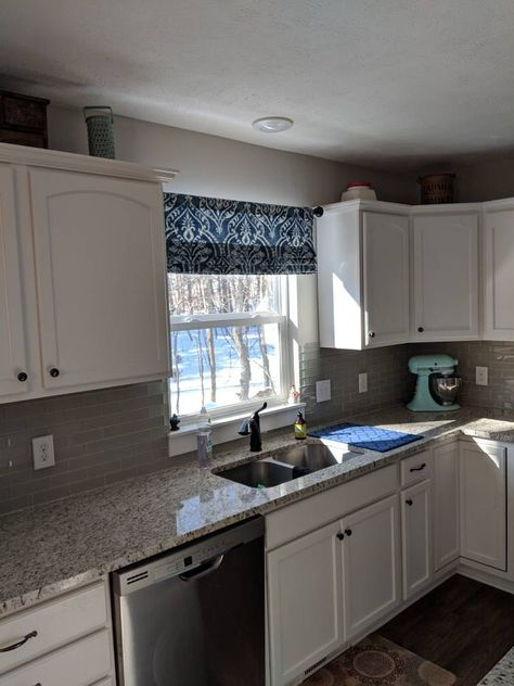 Options For Major Aspects In Simple Kitchen Decor Inspiration - Meg's Home Designs Kitchen Cabinets Decor, Kitchen Decor Inspiration, Kitchen Remodel Small, Kitchen Style, Kitchen Design Small, Kitchen Remodel, Simple Kitchen, Diy Kitchen, Home Kitchens