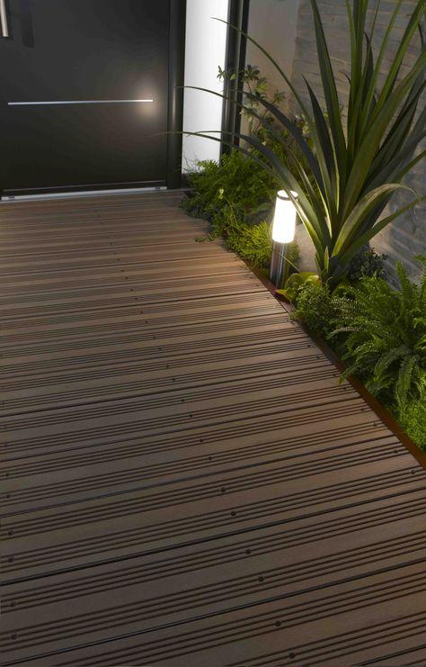 Lame de terrasse modèle DECK IT EASY http://www.lapeyre.fr/sols/terrasses-et-balcons/modules-de-terrasse/lames-de-finition-alu-pour-module-deck-it-easy.html
