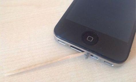 طريقة تنظيف الايفون من الغبار Iphone Electronic Products Phone