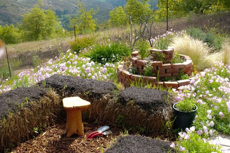 Building a Straw or Hay Bale, Raised Bed, Keyhole Garden