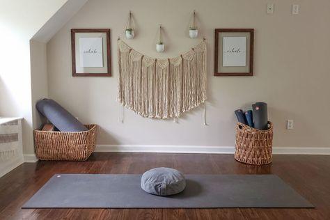 How to Create an At Home Yoga Space — Manduka Mag Home Yoga Room, Yoga Studio Home, Yoga Room Decor, Meditation Room Decor, Zen Room, Yoga At Home, Yoga Bedroom, Pilates Studio, Yoga Room Design
