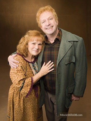 Harry Potter And The Order Of The Phoenix Promo Shot Of Julie Walters Mark Williams Harry Potter Ron Harry Potter Movies Arthur Weasley