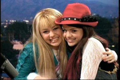 Selena Gomez In Hannah Montana Season 2 Picture 33 Of 33 In 2020 Hannah Montana Selena Gomez Miley Cyrus Hannah Montana Season 2