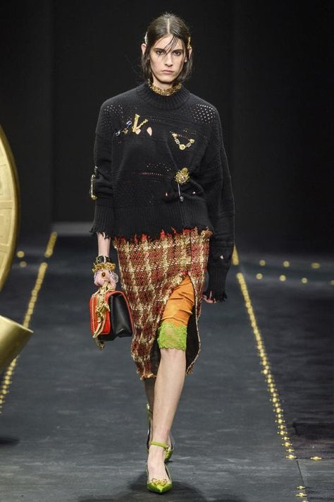 Versace Fall 2019 Ready-to-Wear Fashion Show - Vogue