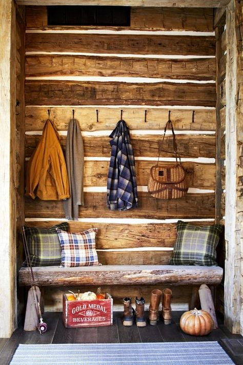 77 Fall Decorating Ideas to Turn Your Home Into a Seasonal Escape - Fall Decorating Ideas Entryway Best Picture For diy projects For Your Taste You are looking for s - Rustic Wooden Bed, Rustic Cabin Decor, Rustic Cottage, Western Decor, Lodge Decor, Rustic Cabins, Mountain Cabin Decor, Modern Log Cabins, Modern Cabin Decor