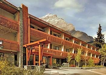 When staying at the Banff Aspen Lodge, make sure you head to the nearby Banff Upper Hot Springs to warm up after a day on the slopes.