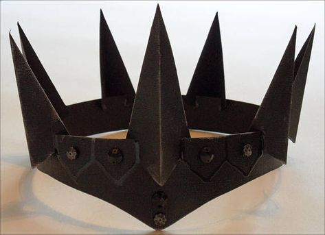 How to make an Evil Queen crown. Great for a quick costume crown Diy Costumes, Cosplay Costumes, Halloween Costumes, Snow White Huntsman, Diy Maquillage, Crown Template, Heart Template, Flower Template, Butterfly Template