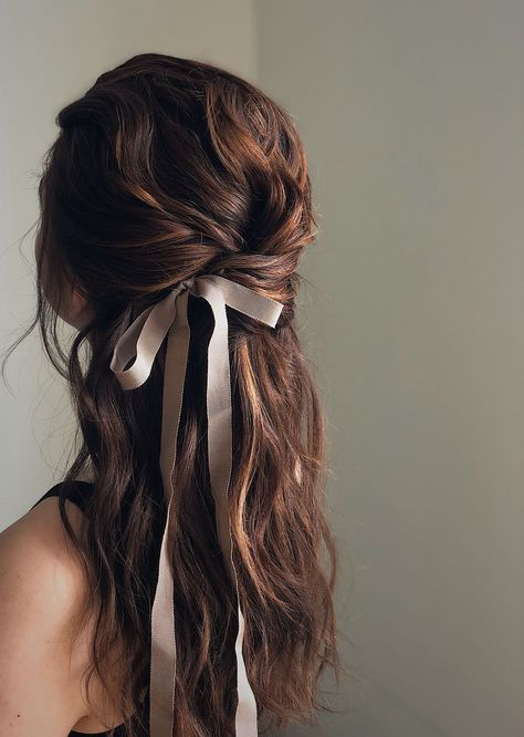 wedding hair brunette Hairstyles with ribbons, half up half down hairstyles, cool bridal hairstyles, textured updo, cool w. Pretty Hairstyles, Wedding Hairstyles, French Hairstyles, Modern Hairstyles, Quick Hairstyles, Gatsby Hairstyles, Evening Hairstyles, Quinceanera Hairstyles, Modern Haircuts