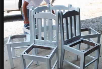 Ecco cosa possiamo realizzare con delle vecchie sedie da