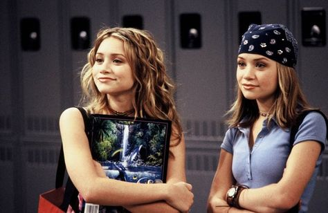 Ashley Olsen and Mary-Kate Olsen star in So Little Time, which will air on Nickelodeon. 2000s Fashion Trends, Early 2000s Fashion, 90s Fashion, Street Fashion, Pop Punk Fashion, Mary Kate Ashley, Ashley Olsen, Outfits Inspiration, Olsen Twins Style
