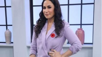 Club monaco Sidra Double Breasted Suit Jacket worn by Cynthia on The Loop November 4, 2019 #Clubmonaco Sidra Double Breasted #Suit #Jacket worn by #Cynthia  on #TheLoop #Tvshow #fashion #outfits