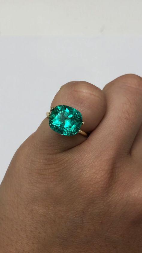 Top 6.11 carat vivid bluish green natural Colombian Emerald Cushion cut