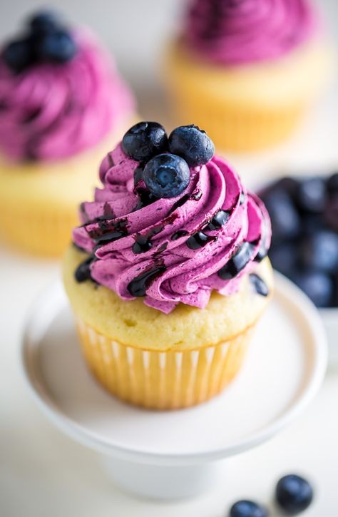 Lemon Cupcakes with Fresh Blueberry Buttercream Yummy . those Lemon Cupcakes with fresh Blueberry Buttercream are a should bake this summer! Lemon Cupcakes, Fun Cupcakes, Cupcake Cakes, Buttercream Cupcakes, Summer Cupcakes, Strawberry Cupcakes, Strawberry Buttercream, Zuchinni Cupcakes, Healthy Cupcakes