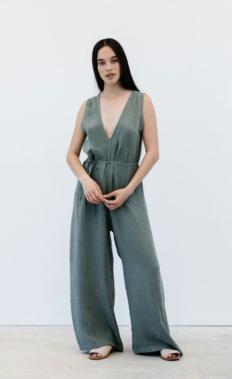 - Oversized jumpsuit - French seams - Angled under bust seam - V-neck front and back neckline - Wide leg - 100% silk Relaxed, breezy, and elegant. The Day Lily Jumpsuit is an easy-to-wear, oversized style. Wear free and floaty, or cinched neatly at the waist with waist tie. Label inside garment is made from recycled fibres. MONNI silks are a mixture of upcycled designer ends, vintage reworked silk and peace silk (also known as vegan silk). Available in sage and black. Made in New Zealand.