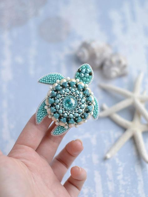 Turtle Brooch Turtle Lover Vintage Hand Beaded Brooch Gift for Mom Handmade Brooch Green Brown Beads Sea Turtle Turtle Pin