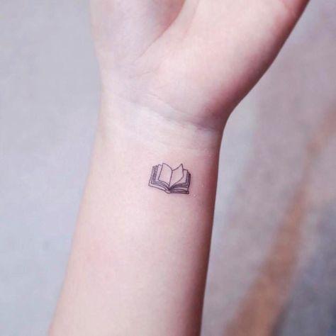 25 Tatuajes Tan Pequenitos Que No Te Meteran En Problemas Con Tu Mama En 2021 Tatuajes Minimalistas Tatuajes Sutiles Tatuajes Discretos