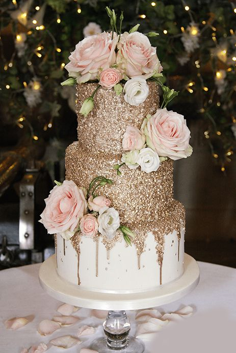 Gold Sequin Wedding Cake: Serves 80 portions, Price cat C, plus flowe. - Gold Sequin Wedding Cake: Serves 80 portions, Price cat C, plus flowers Best - Bolo Floral, Floral Cake, Cheesecake Wedding Cake, Quince Cakes, Quinceanera Cakes, Wedding Cake Inspiration, Wedding Ideas, Wedding Themes, Trendy Wedding