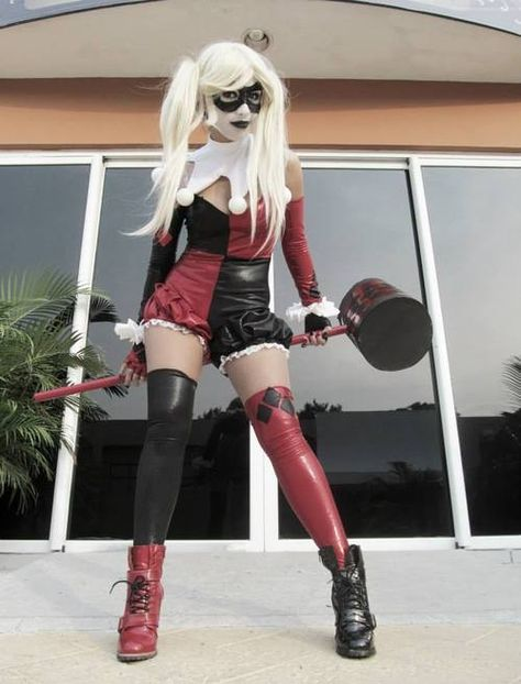 Harley Quinn- I want to do this cosplay! It's gorgeous!