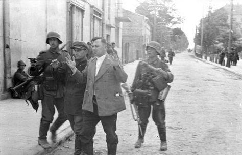 1941, Union Soviétique, Trois soldats allemands progressen
