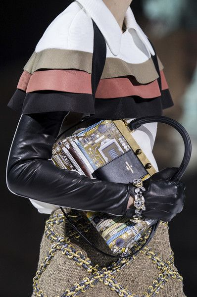 Louis Vuitton, Fall 2018 - The Most Fabulous Details From The Parisian Runways For Fall 2018 - Photos