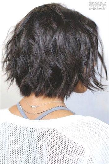 25 Haarschnitte Fur Kurze Gewellte Haare Bobfrisurenfrech Fur Gewellte Haare Haarschni In 2020 Kurze Haare Wellen Wellige Frisuren Frisuren Kurze Haare Stufen
