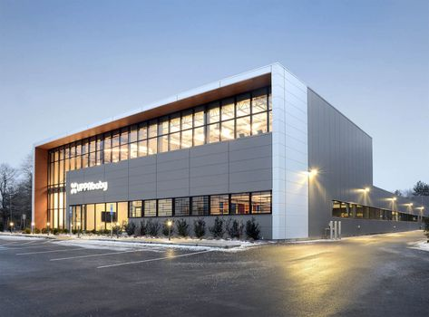 Insulated metal panels offer chic industrial warehouse aesthetic for high-end retailer (Courtesy Metl-Span)