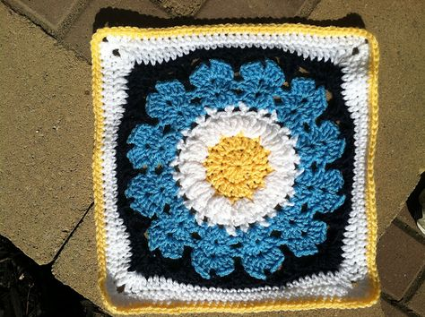"""Day 26: 12"""" Block of the Day - Cocoa Puff pattern by Melissa Green  Free Pattern: http://www.ravelry.com/patterns/library/cocoa-puff  #TheCrochetLounge #12inch #grannysquare Pick #crochet"""