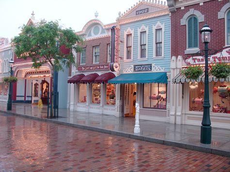 Main Street, Disneyworld,I love this shot! Hotel Disneyland Paris, Disneyland Main Street, Disneyland Trip, Disneyland Resort, Disney Vacations, Disney Trips, Disney Parks, Walt Disney World, Disneyland Secrets