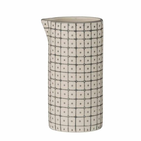 Cet adorable pot à lait est une création des danois Bloomingville. Un côté naturel, un design sobre, cette céramique s'assortira facilement à tout type de vaisselle.   Un joli pot à lait qui pourra accompagner la théière et les tasses de la même collection Carla.H: 12 cm. Diamètre: 6 cm. Céramique. 12,00 € http://www.lafolleadresse.com/ceramique-scandinave/2203-pot-a-lait-12-cm-carla-bloomingville.html