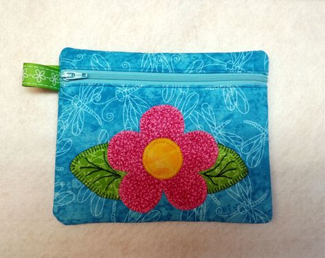 Simple flower zipper bag fully lined christmas projects pinterest