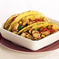 Simpele taco's gevuld met paprika, vis (zeewolf, of andere witvis), ui, paprika, mais. Zelf saus maken.