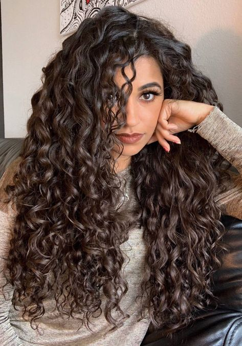 Meet Ayesha Malik, who's got the glamorous curly crown. Here she tells us about how she started taking care of her curls, and her message to all the curly beauties. hair styles Goddess of Curls // Spisha Curly Hair Styles, Big Curly Hair, Natural Hair Styles, Curly Girl, Long Natural Curls, Permed Long Hair, Hairstyle For Curly Hair, Perms For Long Hair, Natural Curly Hair