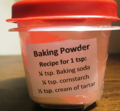 DIY BAKING POWDER ~ One part Baking Soda; one part arrowroot or tapioca starch; two parts Cream of Tartar --Store in airtight container & Label. Homemade Dry Mixes, Homemade Spices, Homemade Seasonings, Homemade Food, Baking Powder Recipe, Make Baking Powder, Homemade Baking Powder, Hacks Cocina, Cuisines Diy