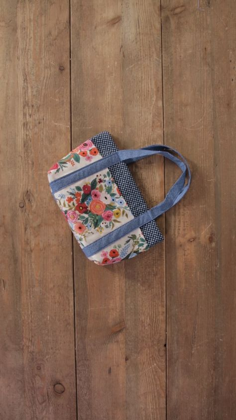 How to Make Your Own Simple Six-Pocket Bag