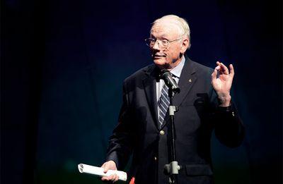 """Neil Armstrong: """"Sé que la luna esta esperando por nosotros"""""""