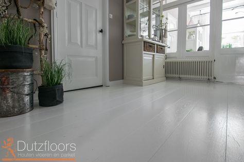 9cc0ee4f194422 Eiken houten vloer van hoge kwaliteit Europees eiken. Deze vloer is  industrieel wit gelakt en is gemaakt als de breedte vloer.