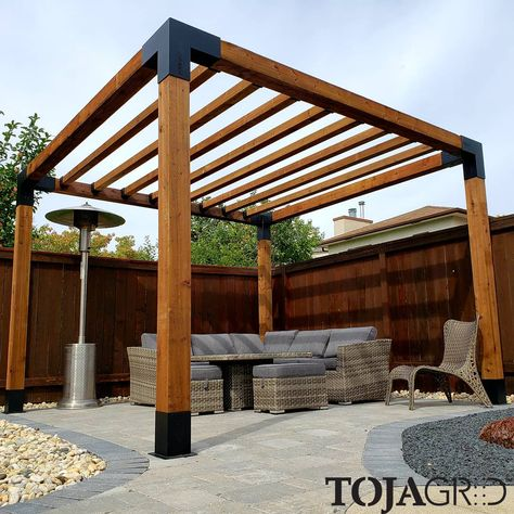 An awesome build sent in by Paul from Winnipeg! We are happy to hear that your customer was happy with the end result. We think this TOJA GRID build looks amazing too 👍Thank you for sharing with us! Outdoor Pergola, Backyard Pergola, Pergola Shade, Backyard Landscaping, Wood Pergola Kits, Hot Tub Pergola, Diy Gazebo, Gazebo Plans, Pergola Carport