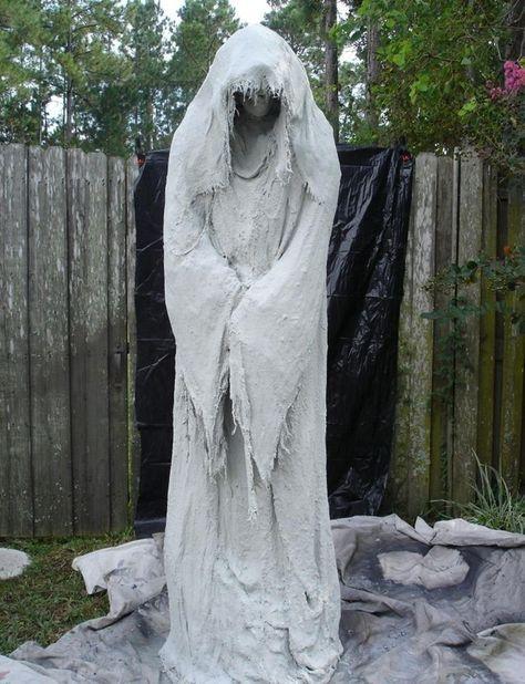 Easy Outdoor Halloween Decorations 11 In 2019 Halloween Ghost