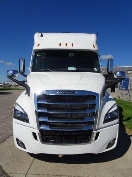 2021 Freightliner Cascadia With Ari 112 Inch Custom Sleeper 2024 Ari Legacy Sleepers Freightliner Freightliner Cascadia Semi Trucks Interior