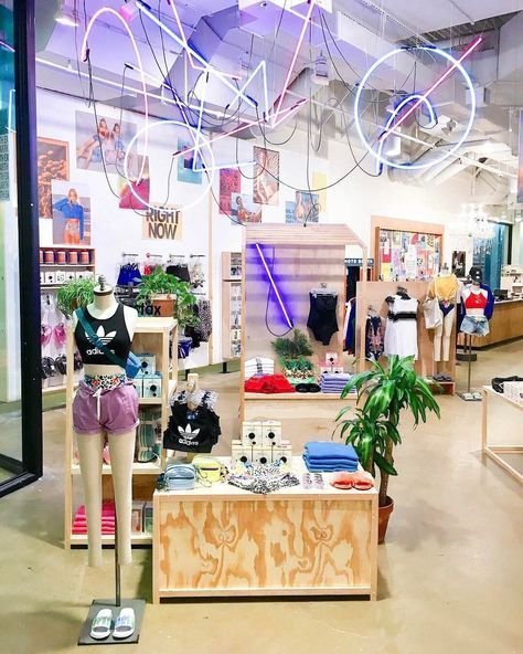 Urban Outfitters Urban Outfitters Instagram Foto 39 S En Video 39 S Instagramfo Urban Outfitters Store Urban Outfitters Display Urban Outfitters Room