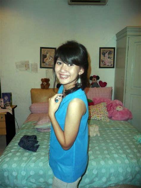 Nude indonesian college girl
