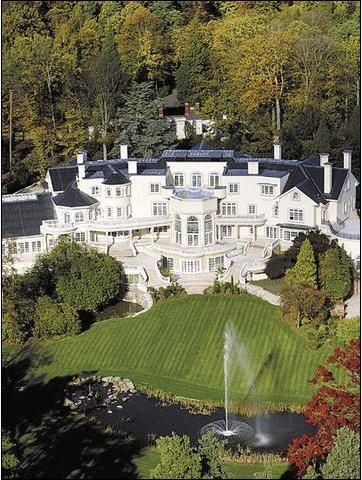 Goldie Hawn - Kurt Russell moved to Vancouver, Canada in support their  son's hockey career. The Tudor-style real estate in the Shaughnessy is up  fo