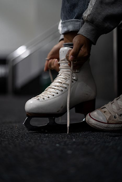 Ice hockey for beginners is a complete guide to playing ice hockey. You will get step by step instructions on how to get started in ice hockey, all the equipments needed and the history of ice hockey. Ice Skate Drawing, Ice Skating Pictures, Medvedeva, Ice Rink, Ice Skaters, Skating Rink, Figure Skating Dresses, Baseball, Skates