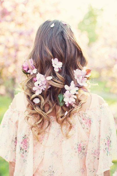Pin di ♡Ely♡ su ♡ Gioioso Aprile....♡ | Fiori nei capelli ...