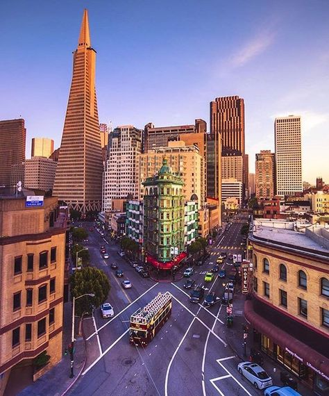 Who else agrees that San Francisco is quite lovely? Thanks @iwozzy for this one. #regram #views #citylife #sf #sanfrancisco #weekendvibes #igers